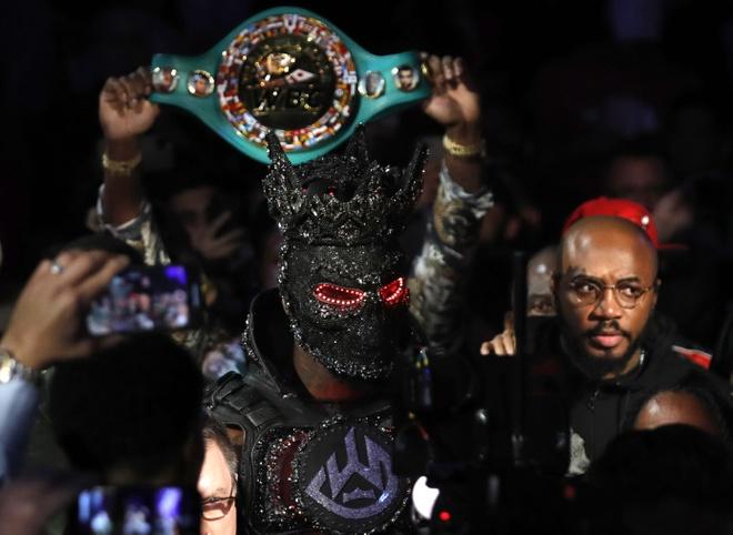 Fury thang knock-out Wilder, gianh dai WBC hinh anh 6 2020_02_23T050856Z_1533820188_HP1EG2N0EAWM6_RTRMADP_3_BOXING_HEAVYWEIGHT_WILDER_FURY.JPG