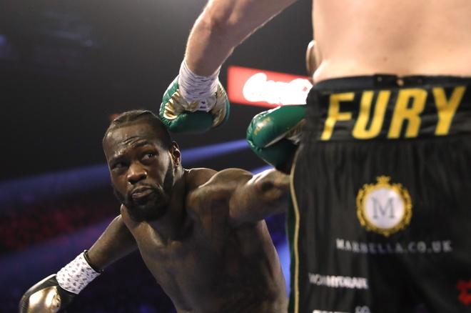 Fury thang knock-out Wilder, gianh dai WBC hinh anh 8 2020_02_23T051543Z_1581597197_HP1EG2N0EM7MC_RTRMADP_3_BOXING_HEAVYWEIGHT_WILDER_FURY.JPG