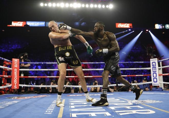 Fury thang knock-out Wilder, gianh dai WBC hinh anh 9 2020_02_23T052021Z_1015384650_HP1EG2N0ETXMG_RTRMADP_3_BOXING_HEAVYWEIGHT_WILDER_FURY.JPG