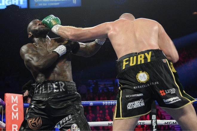 Fury thang knock-out Wilder, gianh dai WBC hinh anh 11 2020_02_23T052329Z_709175382_NOCID_RTRMADP_3_BOXING_WILDER_VS_FURY_II.JPG