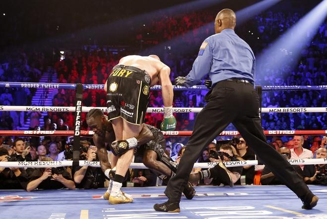 Fury thang knock-out Wilder, gianh dai WBC hinh anh 14 2020_02_23T053253Z_967923170_HP1EG2N0FETMO_RTRMADP_3_BOXING_HEAVYWEIGHT_WILDER_FURY.JPG