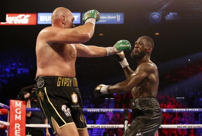 Fury thang knock-out Wilder, gianh dai WBC hinh anh 18 2020_02_23T053757Z_1285303132_HP1EG2N0FN8MR_RTRMADP_3_BOXING_HEAVYWEIGHT_WILDER_FURY.JPG