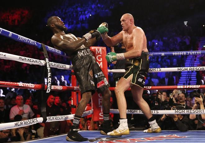 Fury thang knock-out Wilder, gianh dai WBC hinh anh 16 2020_02_23T053836Z_633780630_HP1EG2N0FOCMU_RTRMADP_3_BOXING_HEAVYWEIGHT_WILDER_FURY.JPG