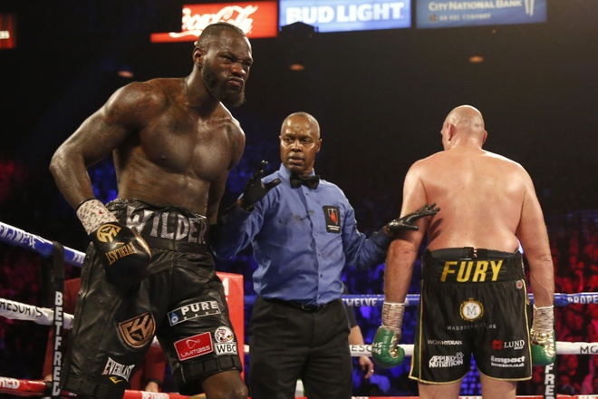 Fury thang knock-out Wilder, gianh dai WBC hinh anh 20 2020_02_23T054152Z_1809894816_HP1EG2N0FTSMY_RTRMADP_3_BOXING_HEAVYWEIGHT_WILDER_FURY.JPG