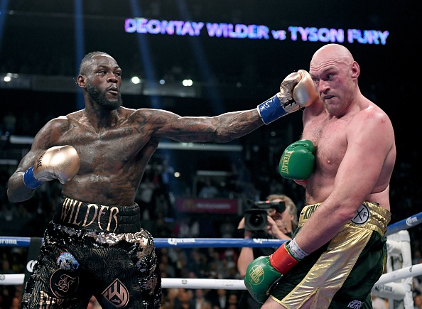 Fury thang knock-out Wilder, gianh dai WBC hinh anh 2 ERb1t10XkAEXInQ.jpg