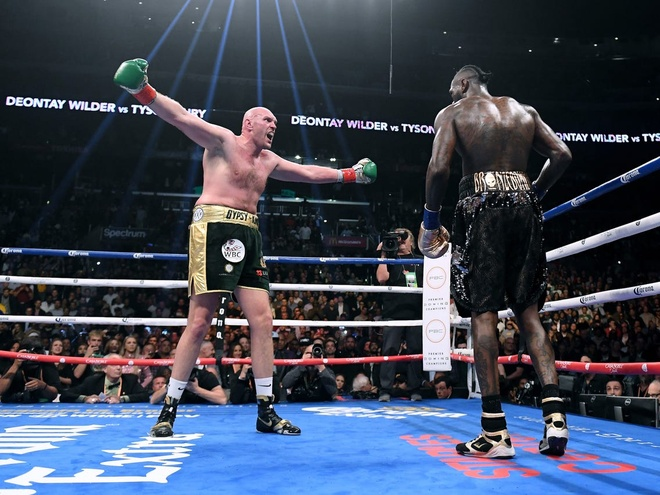 Fury thang knock-out Wilder, gianh dai WBC hinh anh 3 ERbtzePWAAAAAle.jpg
