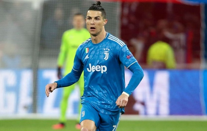 Ronaldo cung dong doi phai thi dau tren san khong co khan gia hinh anh 1 1_1.JPG