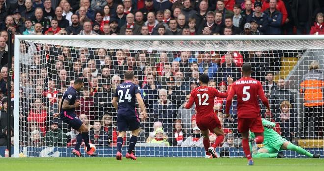 Salah toa sang, Liverpool nguoc dong cham dut 3 tran toan thua hinh anh 10 2020_03_07T124050Z_1260129192_RC20FF95HXDX_RTRMADP_3_SOCCER_ENGLAND_LIV_BOU_REPORT.JPG