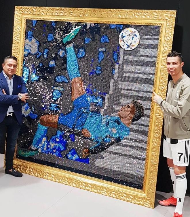 Ronaldo chi trieu USD de so huu buc tranh sang hon Messi hinh anh 2 2.jpg