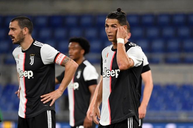 Ronaldo tao thong ke te nhat su nghiep anh 1