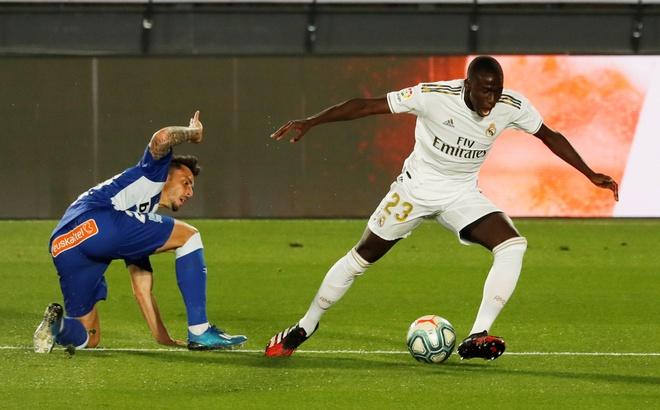 Real Madrid gap Alaves anh 8