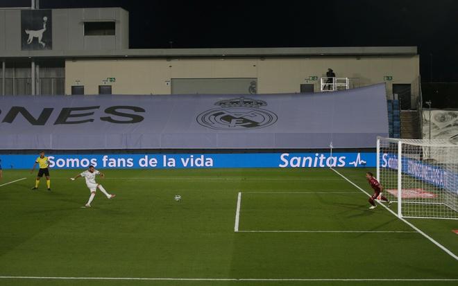 Real Madrid gap Alaves anh 9