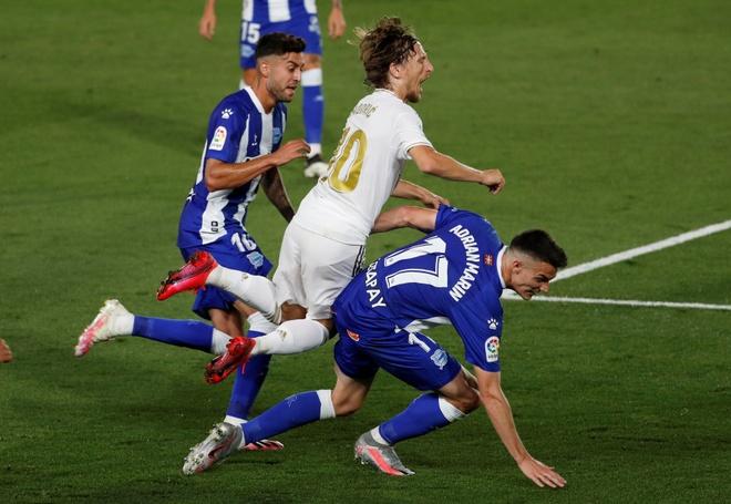 Real Madrid gap Alaves anh 12