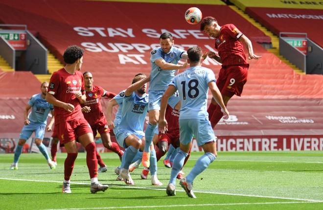 Liverpool gap Burnley anh 8