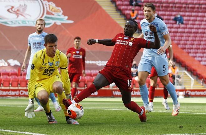 Liverpool gap Burnley anh 19