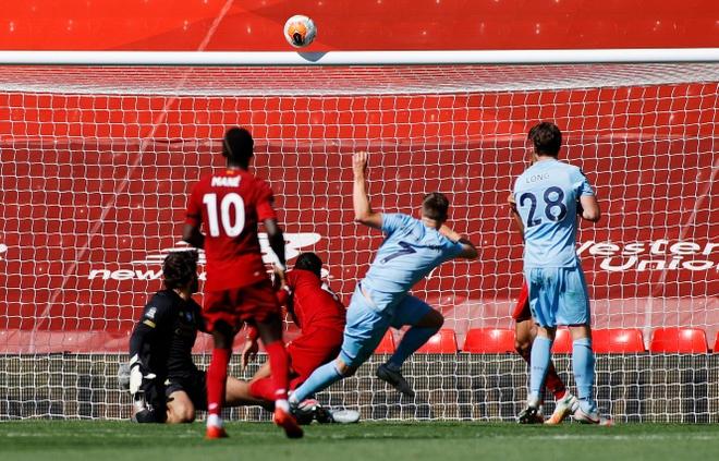 Liverpool gap Burnley anh 22