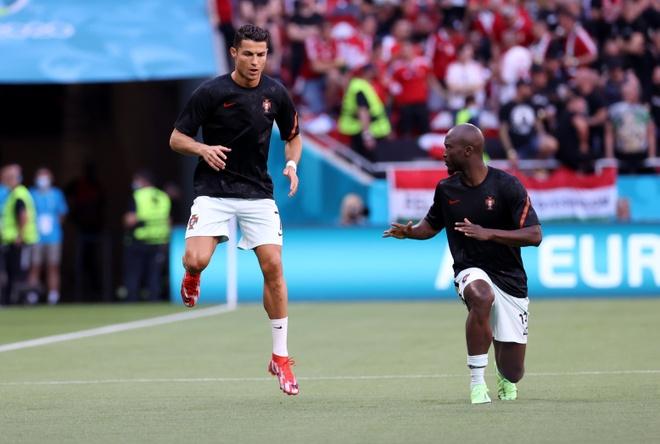 Ronaldo san sang toa sang anh 15