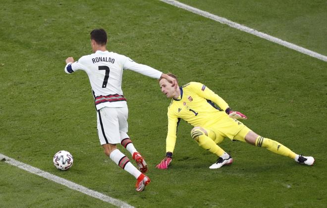 Ronaldo san sang toa sang anh 33