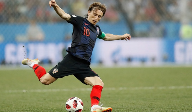 Luka Modric hay Harry Kane se gianh Qua bong vang World Cup 2018? hinh anh