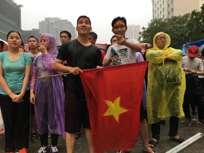 Nguoi ham mo Sai Gon doi mua co vu Olympic Viet Nam hinh anh