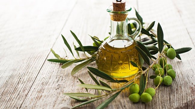 Tay trang voi dau olive hinh anh