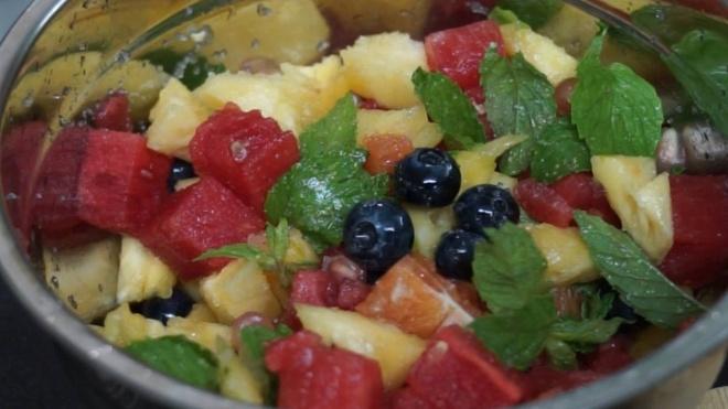 Cach lam salad hoa qua bo sung vitamin cho da hinh anh