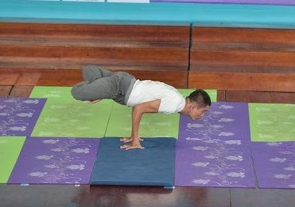 Benh nhan liet nua nguoi thanh huan luyen vien Yoga hinh anh 1