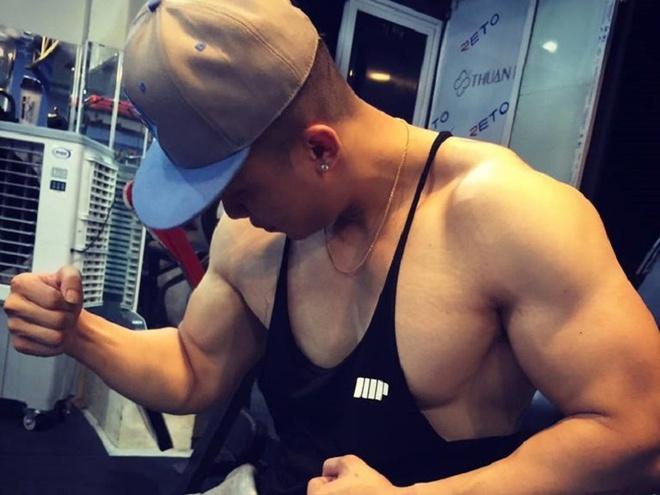 Chang trai nang 90 kg van so huu than hinh 6 mui hinh anh