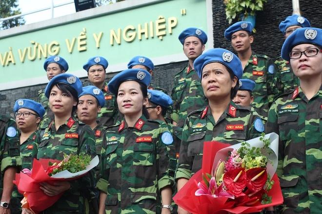 Khi Nu Y Bac Si Tro Thanh Linh Mu Noi Xanh Hinh Anh 1