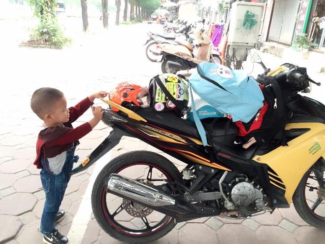 Mẹ 9X vượt gần 300 km đưa 'tình yêu nhỏ' đón 'trung thu lớn'