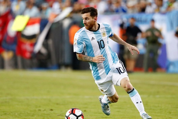 5 tran dau co the dua Messi cham tay vao Qua bong vang 2017 hinh anh 2
