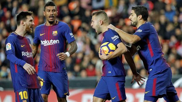 Barca khong xep hang chao don Real trong tran El Clasico hinh anh