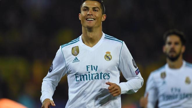 Chan da bong, Ronaldo muon lam dao dien? hinh anh