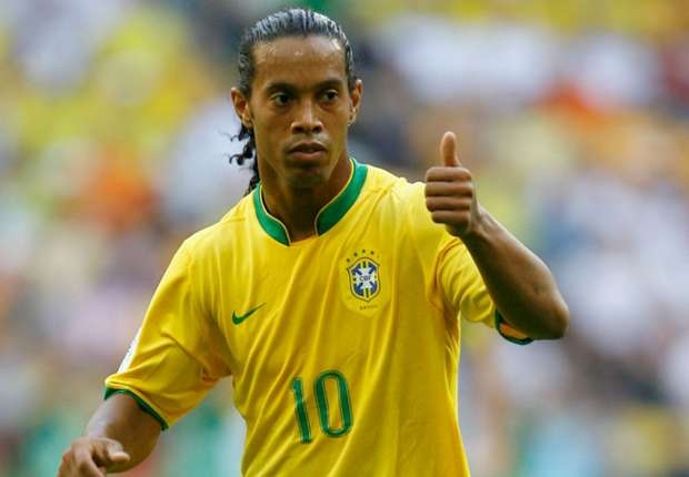 Ronaldinho chinh thuc chia tay su nghiep quan dui ao so hinh anh