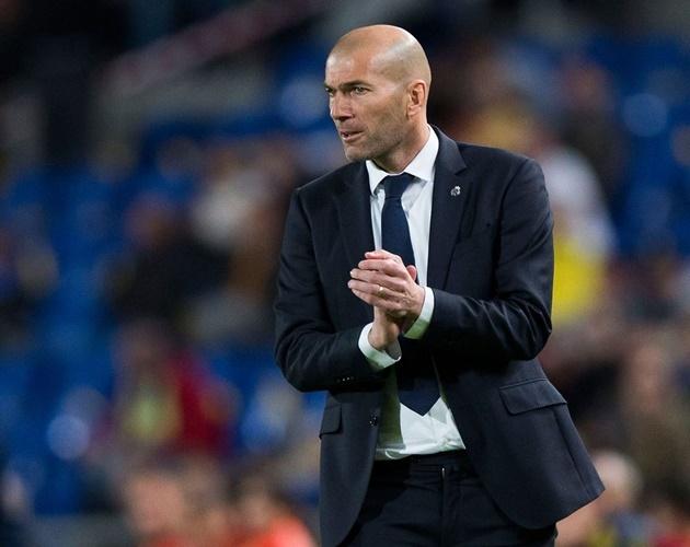 Truoc dai chien Bayern, Zidane bat ngo dau hang Barcelona hinh anh