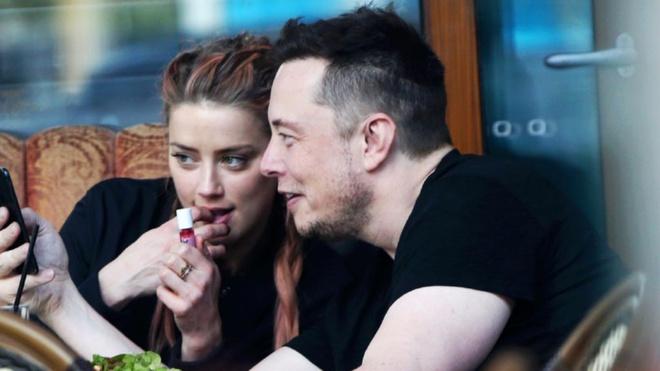 Ban gai noi tieng cua ty phu Elon Musk la ai? hinh anh
