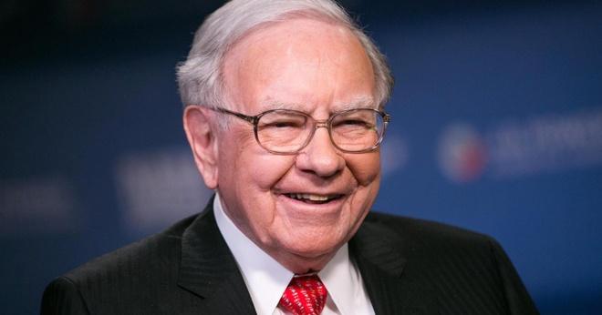Ty phu Warren Buffett nhan luong kem xa cac CEO khac hinh anh