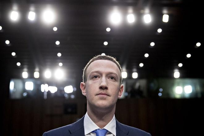 """Kết quả hình ảnh cho Thực hư câu chuyện Mark Zuckerberg - """"thằn lằn đội lốt người"""""""