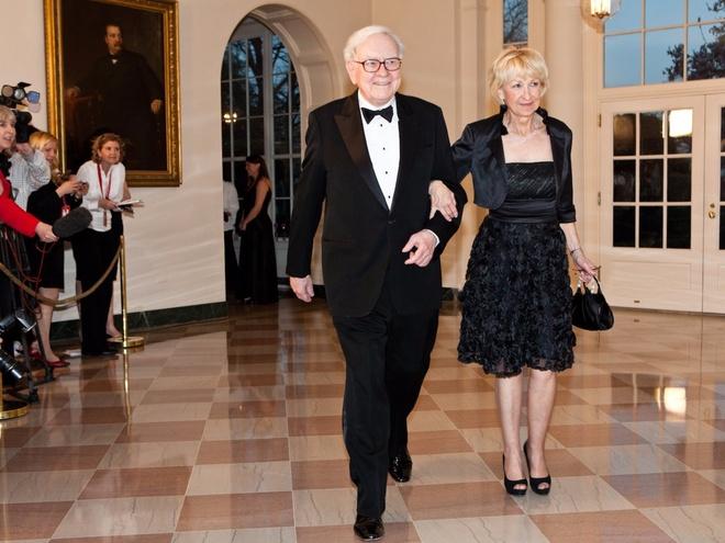 Giau thu ba the gioi,  ty phu Warren Buffett tieu tien nhu the nao? anh 13