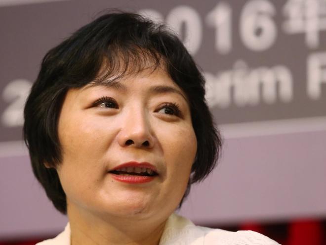 Từ công nhân nhà máy thành nữ tỷ phú tự thân giàu nhất Trung Quốc - Ảnh 1