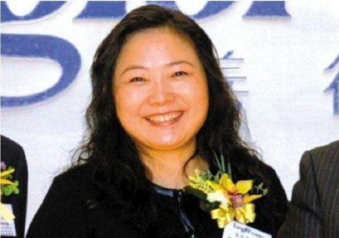 Từ công nhân nhà máy thành nữ tỷ phú tự thân giàu nhất Trung Quốc - Ảnh 10