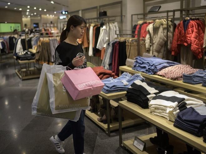Từ công nhân nhà máy thành nữ tỷ phú tự thân giàu nhất Trung Quốc - Ảnh 12