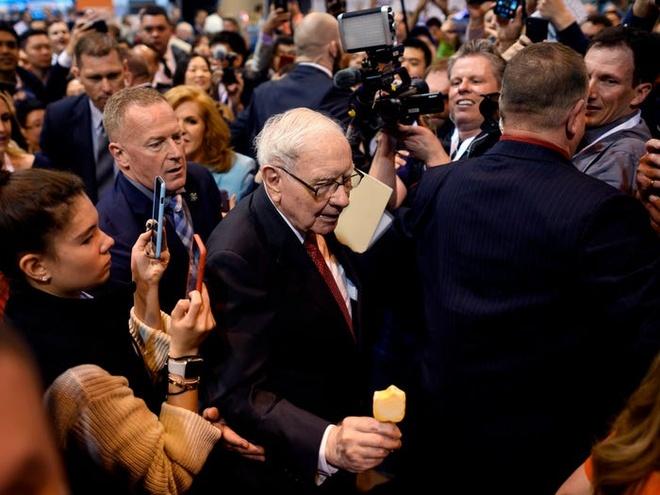 Warren Buffett xay dung khoi tai san 90 ty USD nhu the nao? hinh anh 1 Cuoc_doi_va_su_nghiep_Warren_Buffett_1.jpg