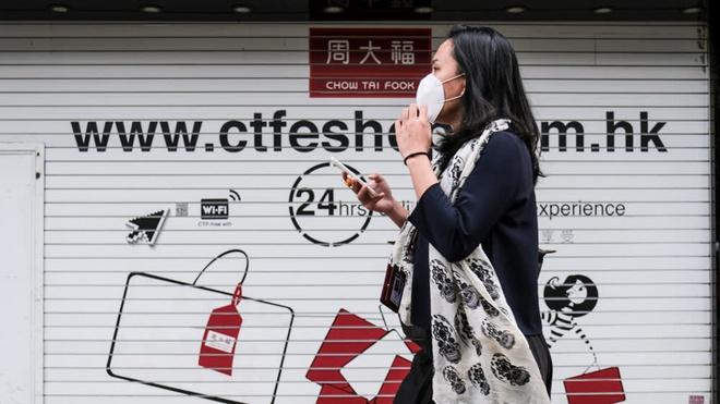 Khung hoang vi dich benh, nguoi Hong Kong rao ban do xa xi hinh anh 1 1_1.jpg
