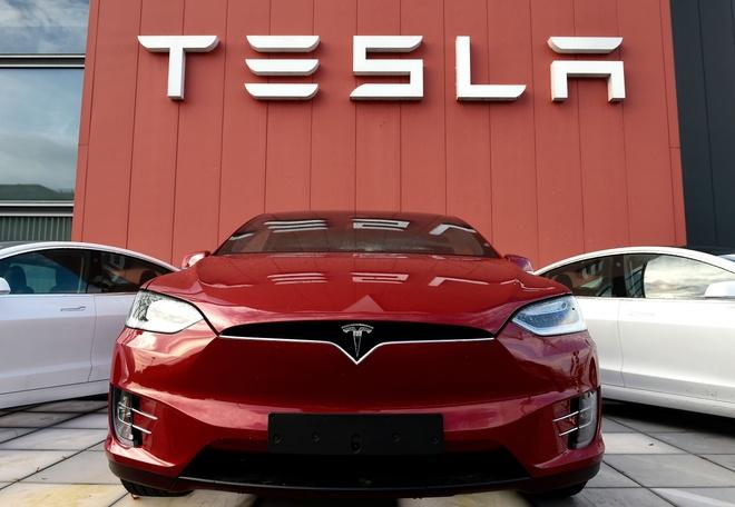 Elon Musk,  Telsa anh 10