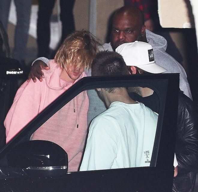 Justin Bieber bat khoc ben vo, buon ba vi Selena phai dieu tri tam ly hinh anh 2