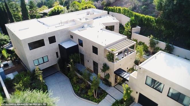 Kylie Jenner va ban trai Travis Scott mua biet thu gan 14 trieu USD hinh anh 1