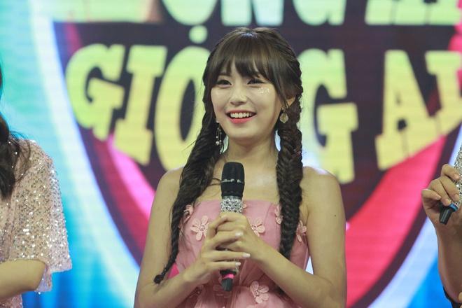 Hot girl Han dong MV Noo Phuoc Thinh khoe giong ngot ngao cung Jang Mi hinh anh