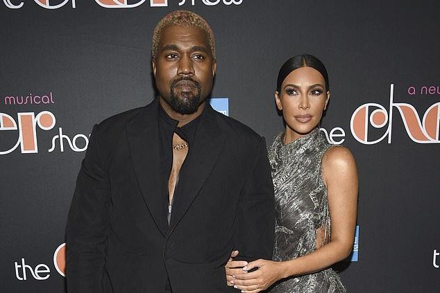 Kim Kardashian gap su co tren tham do do mac qua ho hang hinh anh