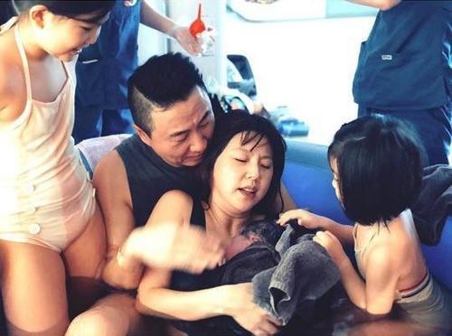 My nhan 'Kim Sam Soon' khoe khoanh khac sinh con thu 3 duoi nuoc hinh anh